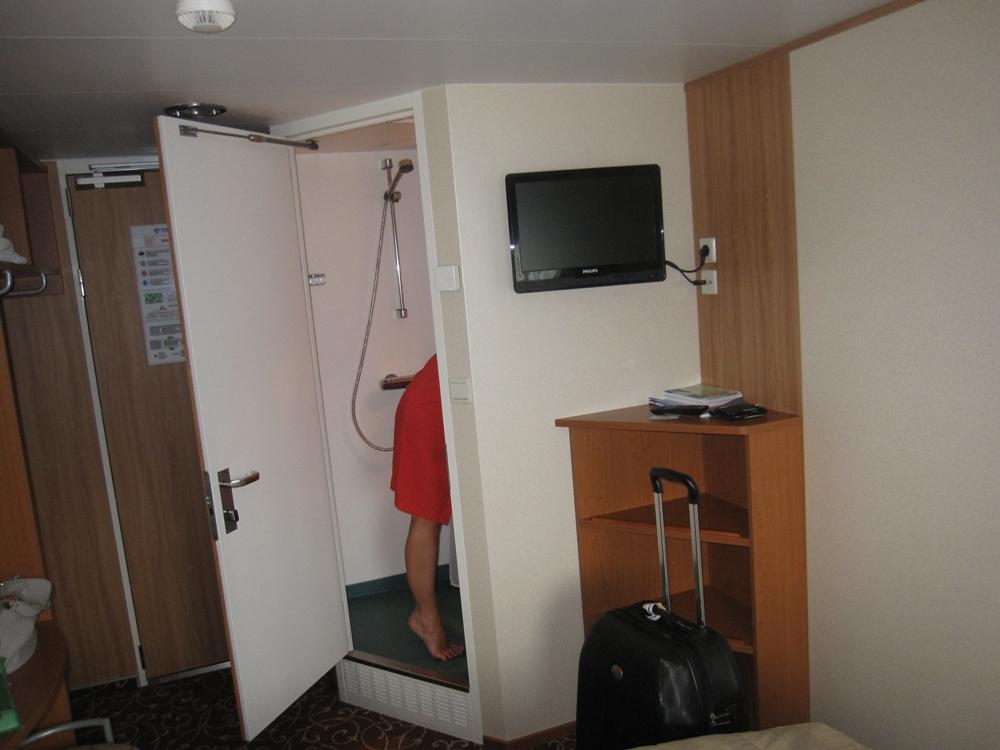 NAPAROME.RU / Двухместная каюта с двухместной кроватью на пароме Королева Балтики