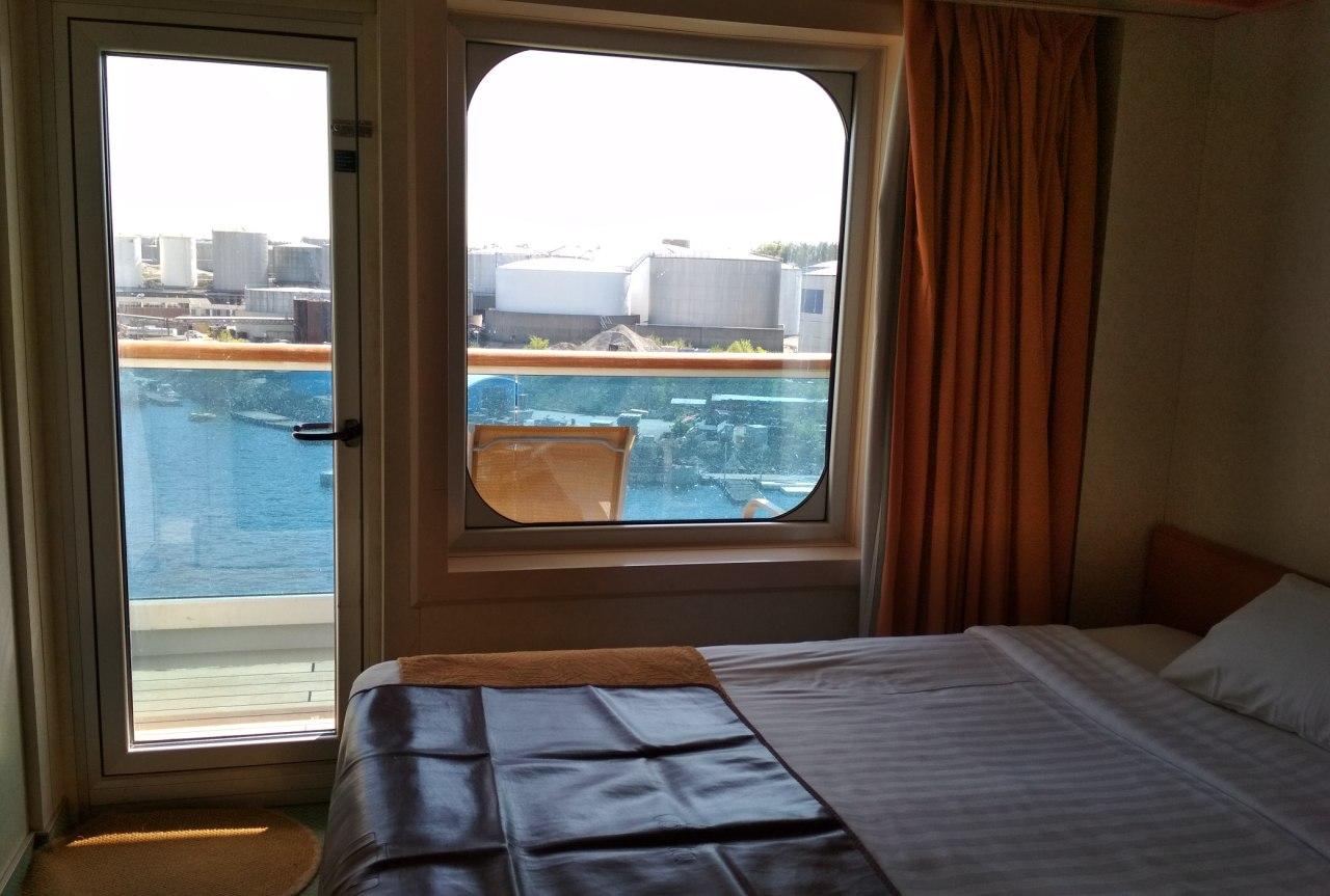 Каюта с балконом на круизном лайнере Costa Magica