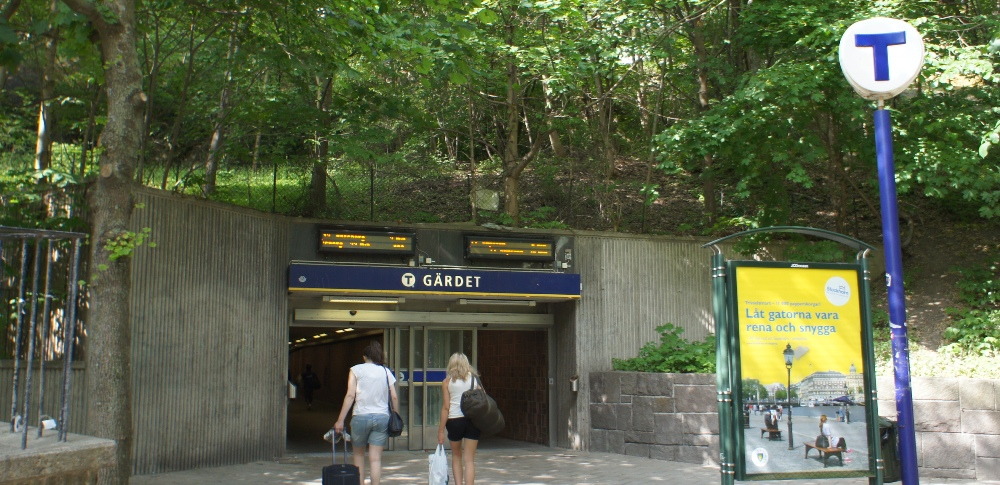 Стокгольм. Вход на станцию метро GARDET                    NAPAROME.RU