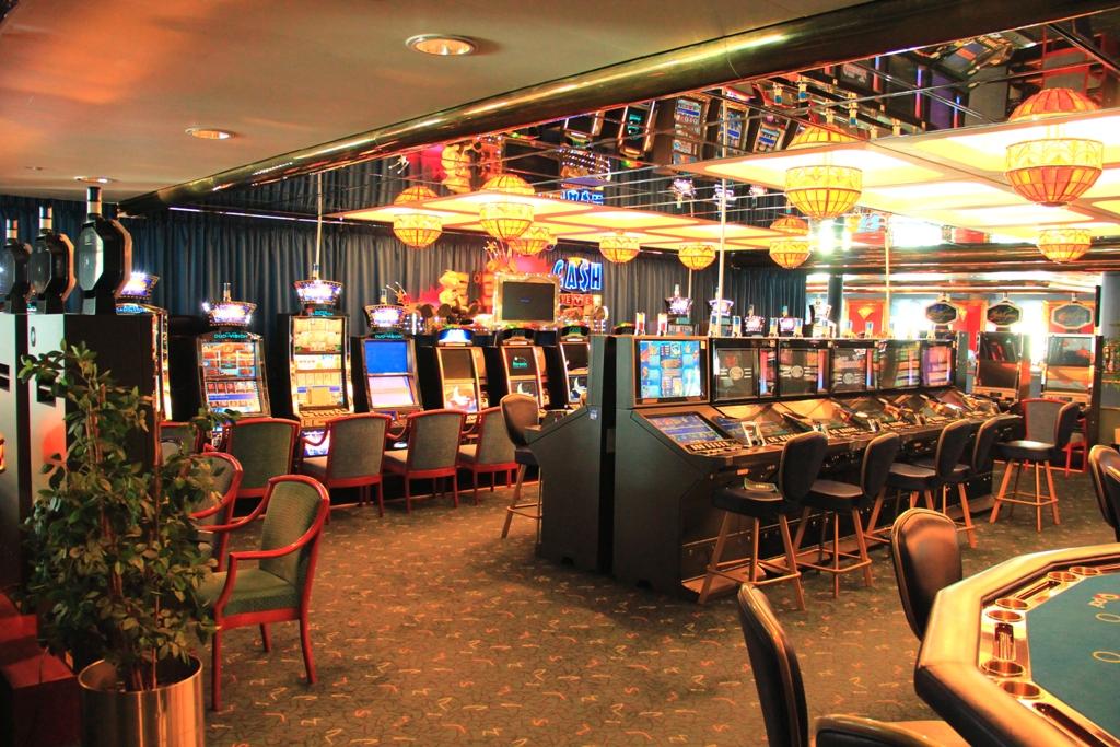 NAPAROME.RU / Паром Принцесса Мария. Казино, игровые автоматы, рулетка, покер, блэк джек