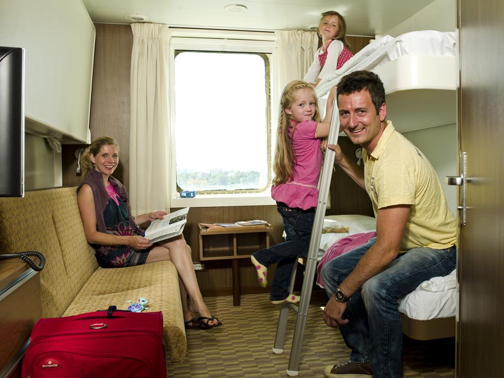 Четырехместная каюта c окном A4S / 10 м2. Паромы Star-класса, паромная компания Finnlines.