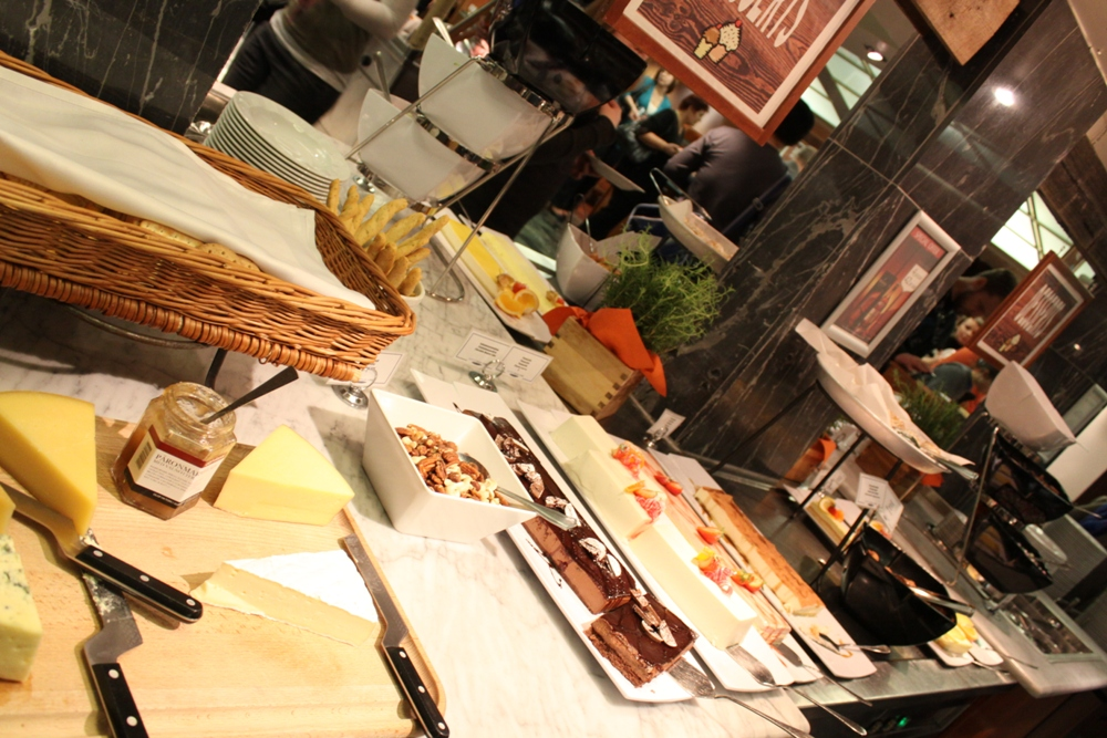 NAPAROME.RU / Шведский стол на паромах Tallink Silja Line. Сыры и десерты