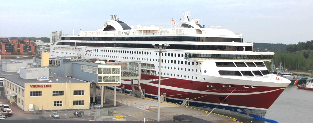NAPAROME.RU / Паром Viking Grace в порту Турку